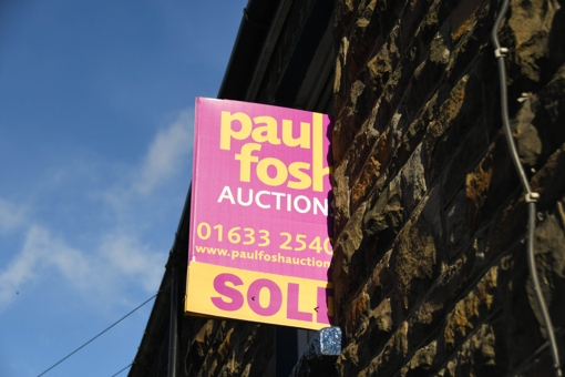 How much does it cost to sell a house at auction?